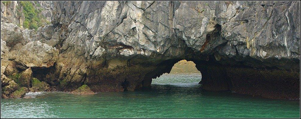 Lan Ha Bay Rock Opening, Vietnam