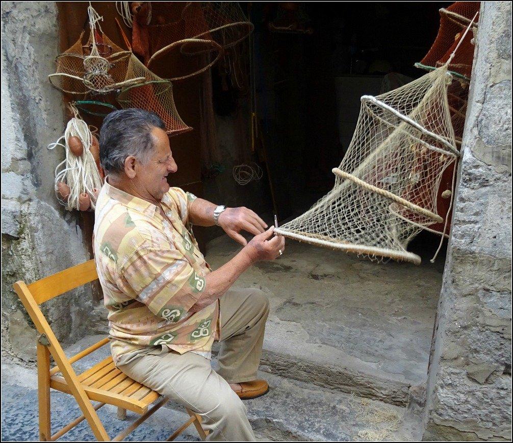 Cefalu Net Maker in Sicily