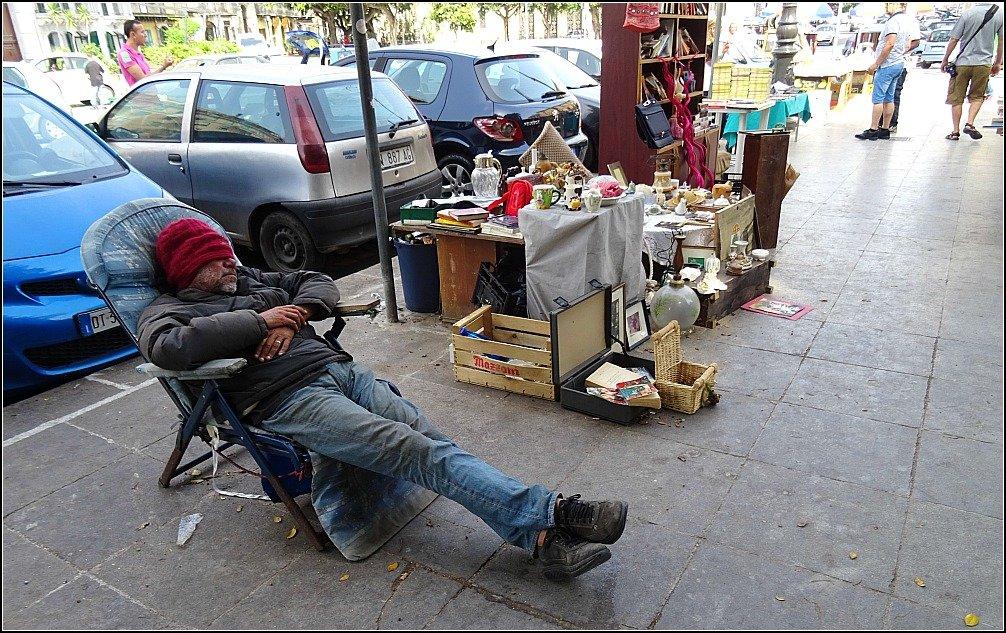 Palermo Stall Holder Sleeping