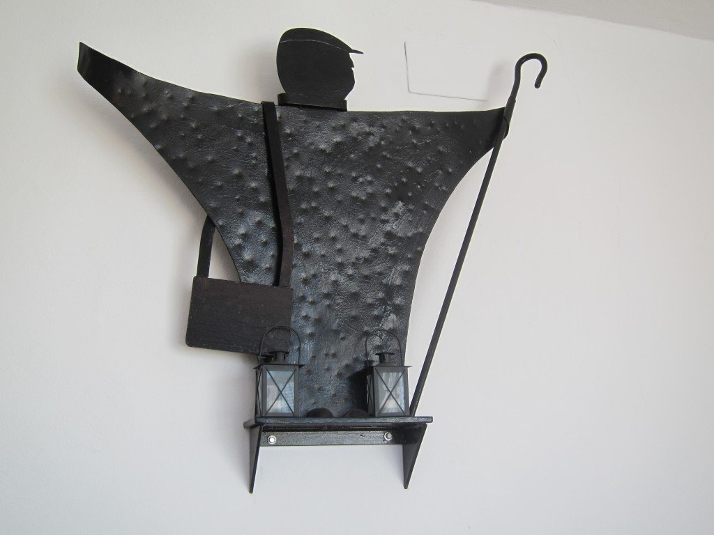 One of Manalo's sculptures