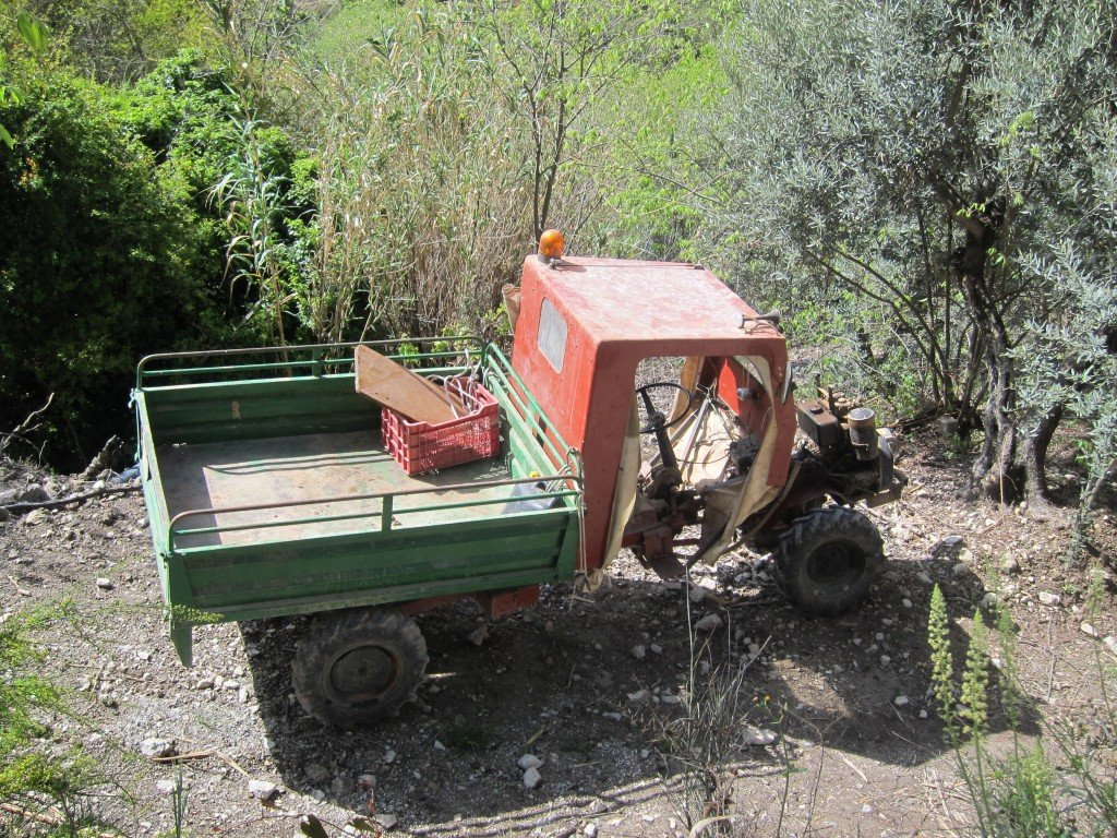 They call these vehicles apes in Italy.