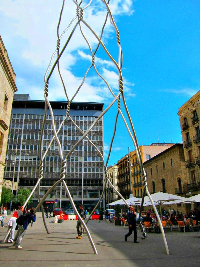 barcelona wire sculpture