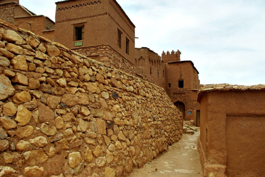 Heading upwards through the ksar