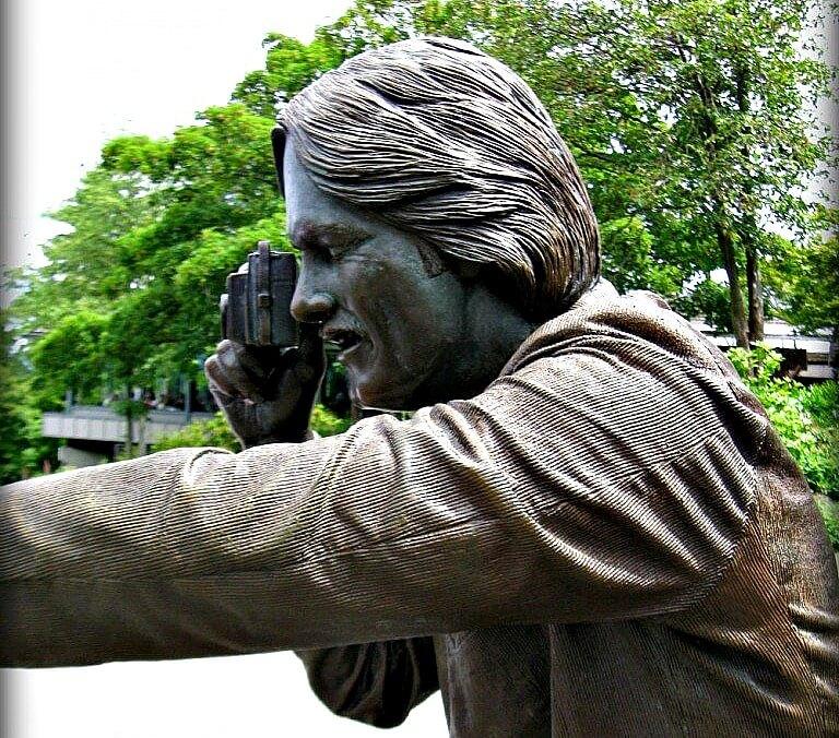 Photo Session Bronze Statue in Queen Elizabeth Garden Vancouver