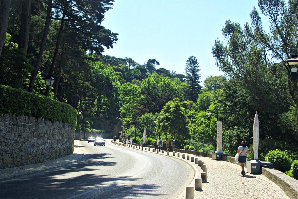Sintra road, path. statues