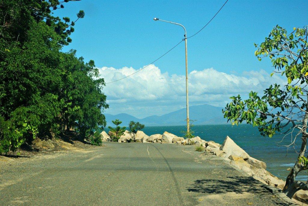 Jetty Road hugs the ocean