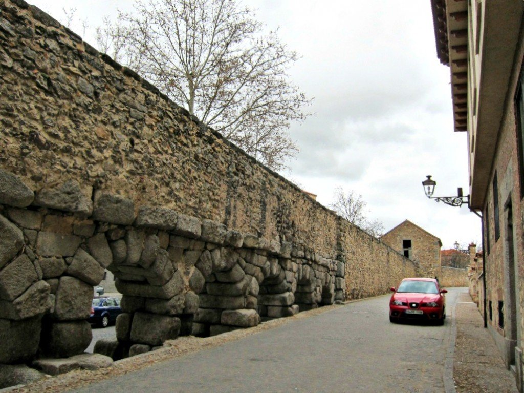 Beginning of Aqueduct Bridge