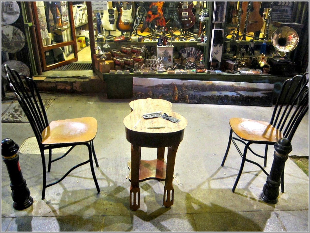 Galipdede Guitar Table