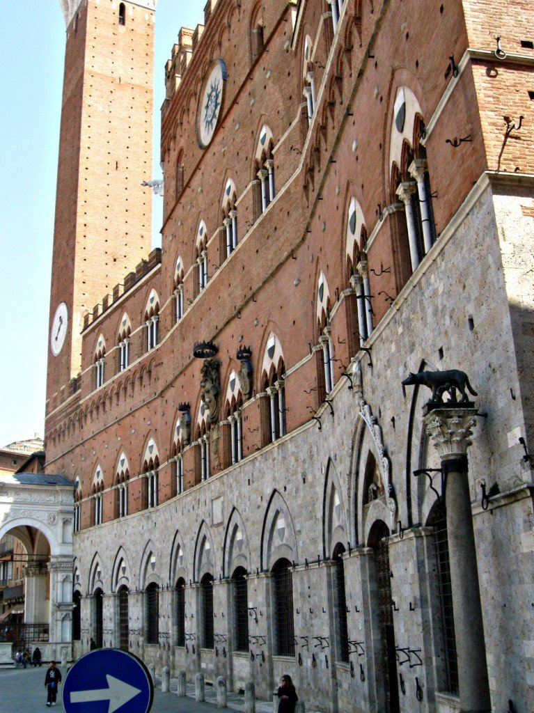 Curved wall of the Palazzo Pubblico