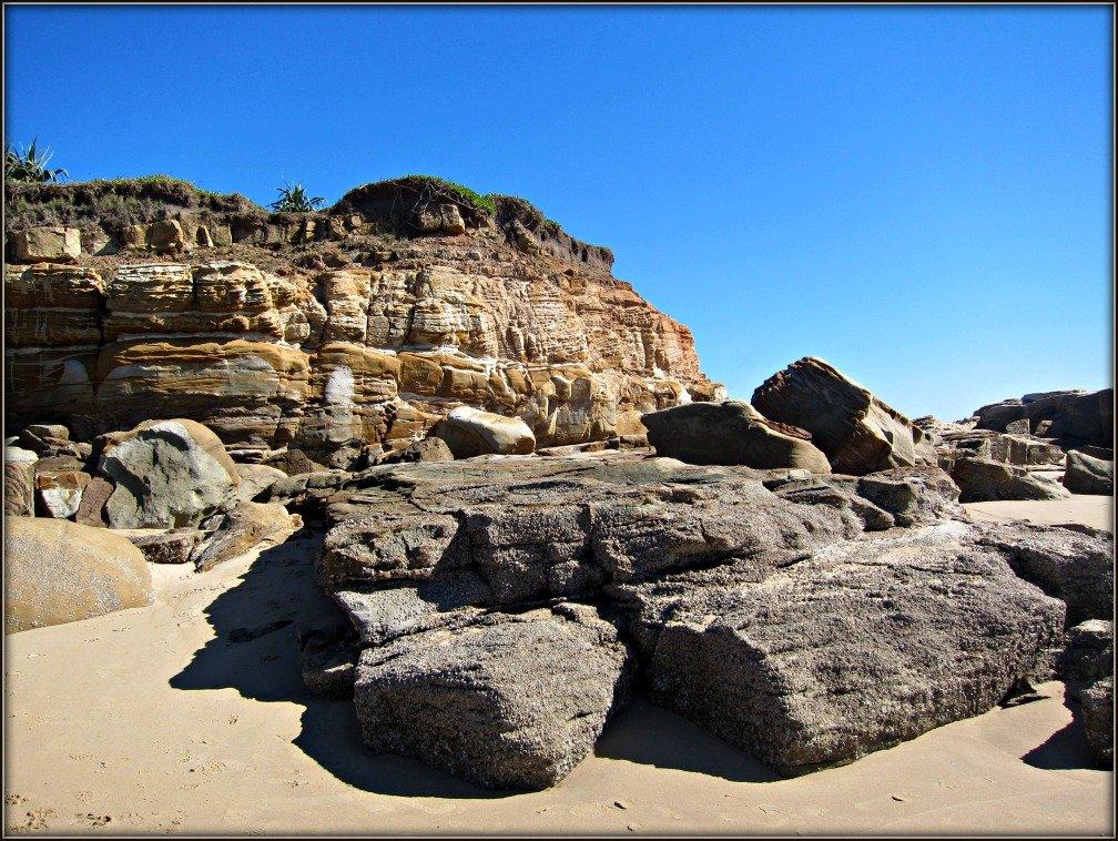Mudjimba Pin Cushion Rocks.jpg