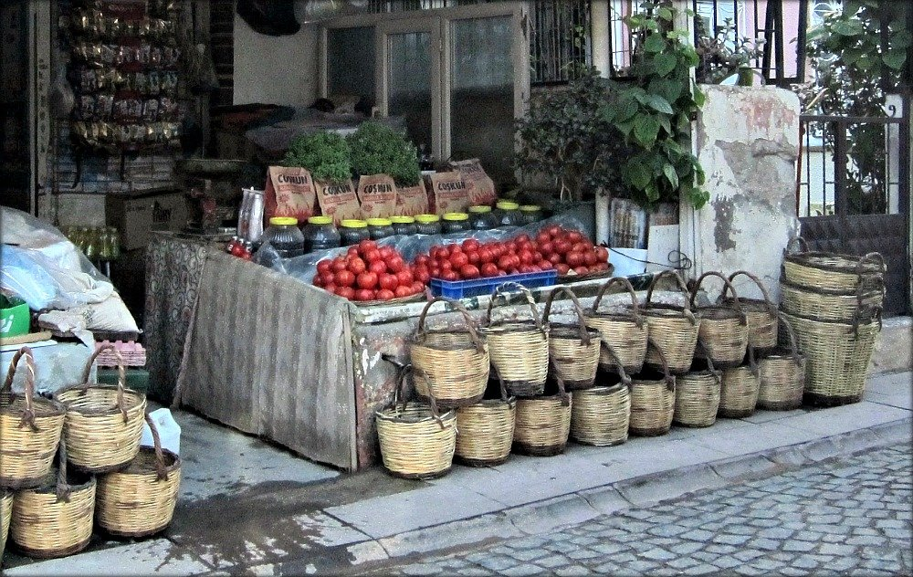 Ayvalik baskets and tomatoes