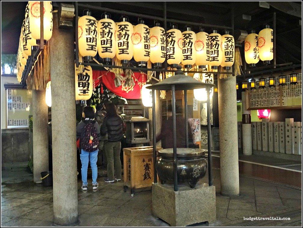 Hozen Ji Mizukaki Statue Osaka