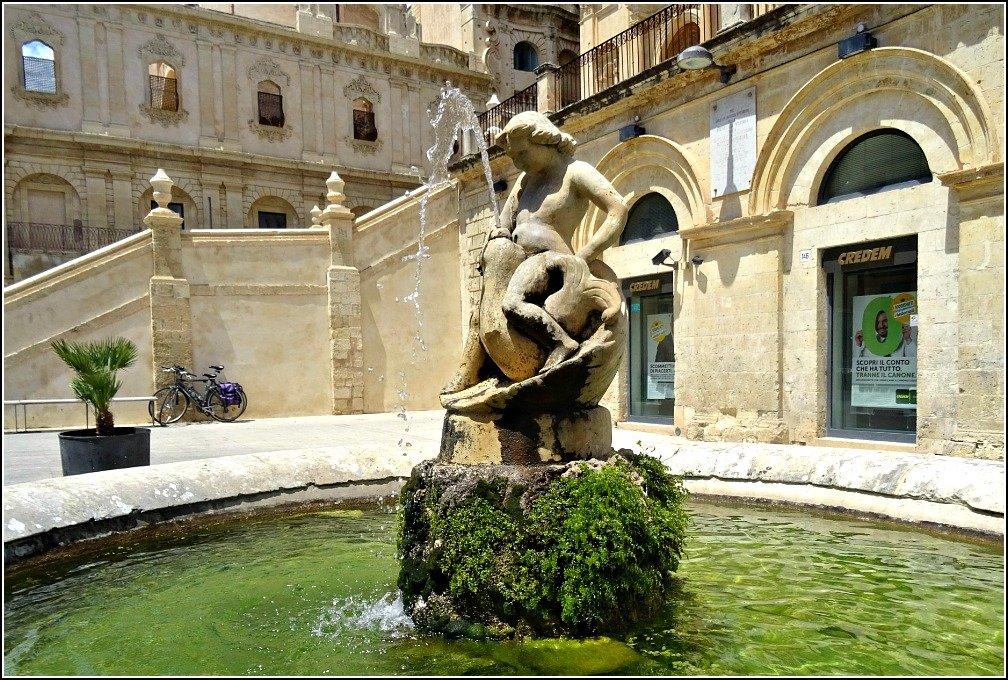 Fountain Corso Umberto Noto