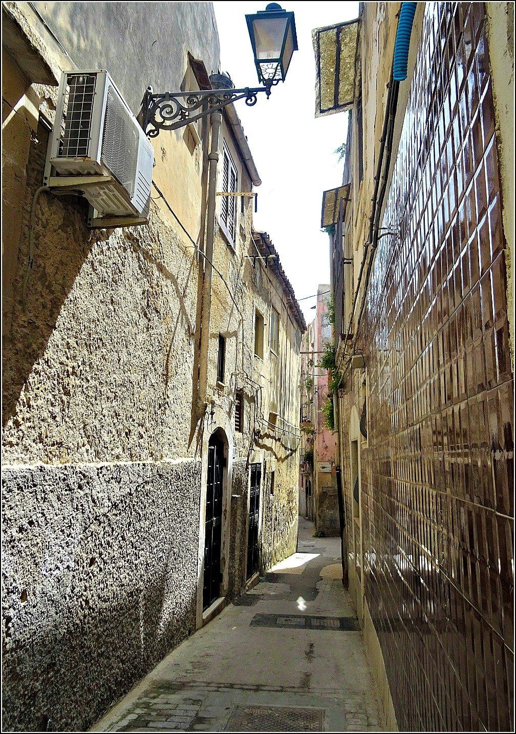 Siracusa Textural walls in the Laneways of Ortigia