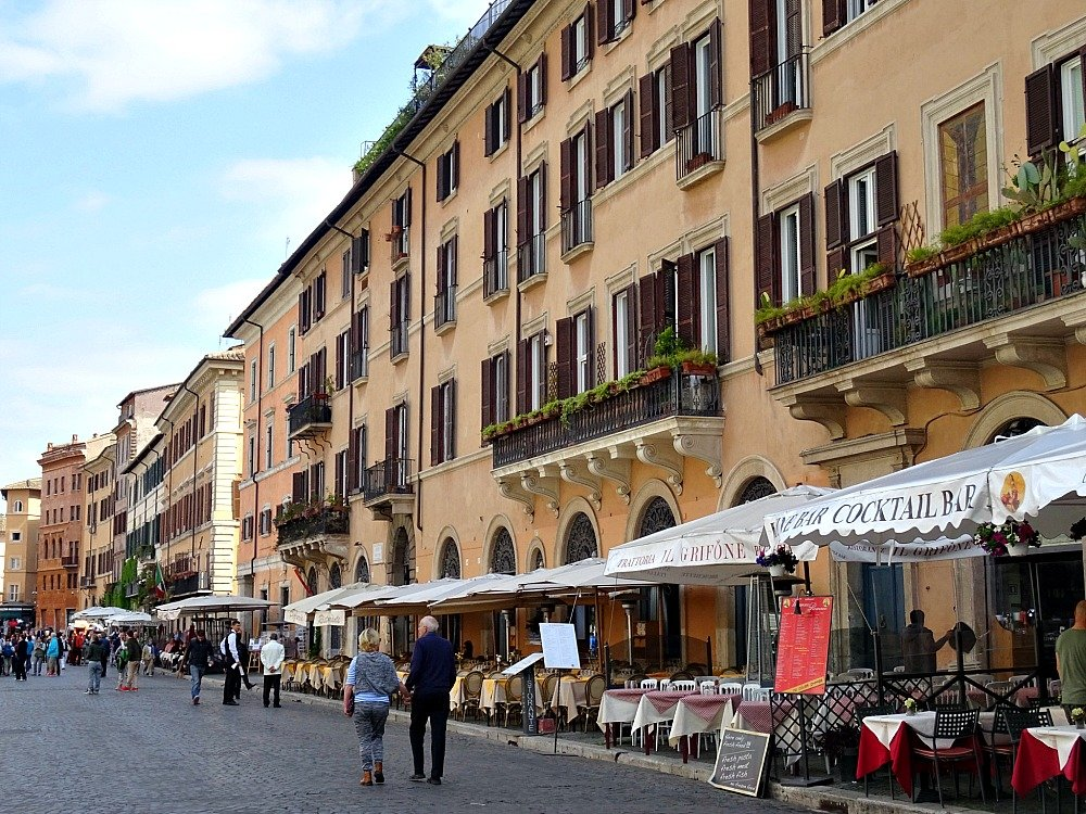 Piazza Navona Strolling in Rome