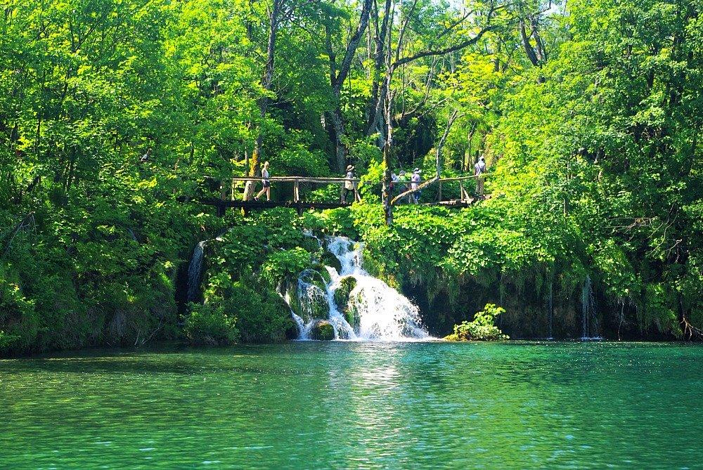Plitvice Lakes People on the walkways