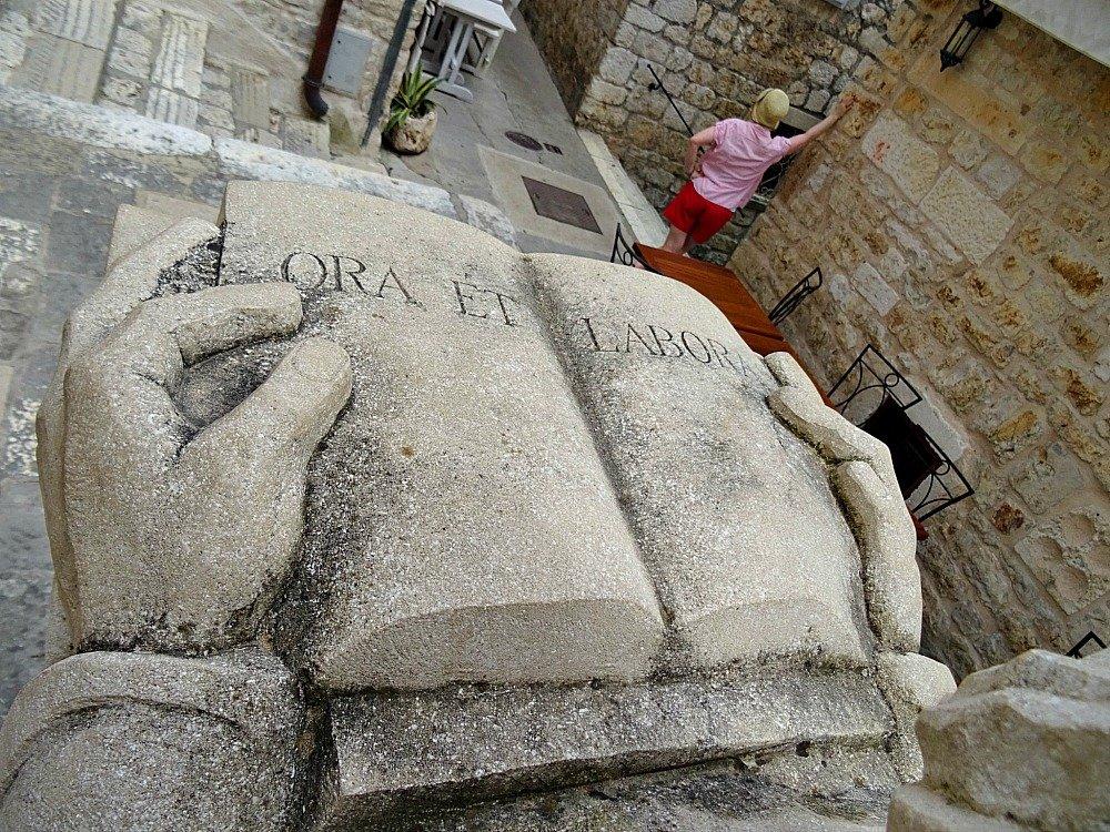 Hvar Ora et Labora Statue