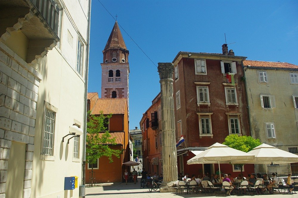 Zadar Cafe and Column