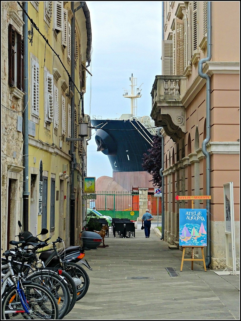 Pula Street and Ship