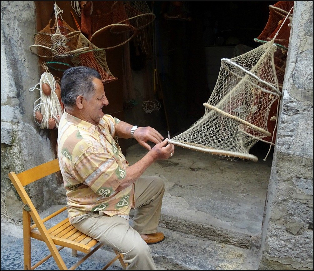 Cefalu Net Maker in Sicily