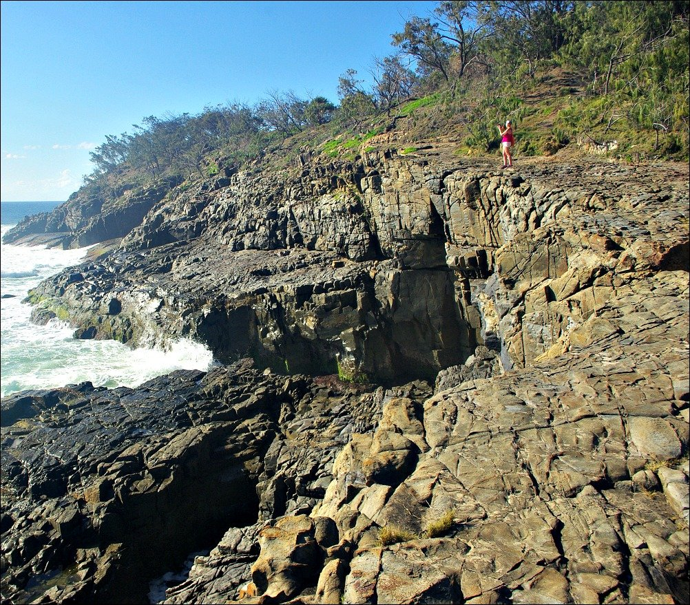 Rocks at the southern end of Alexandria Bay in Noosa National Park