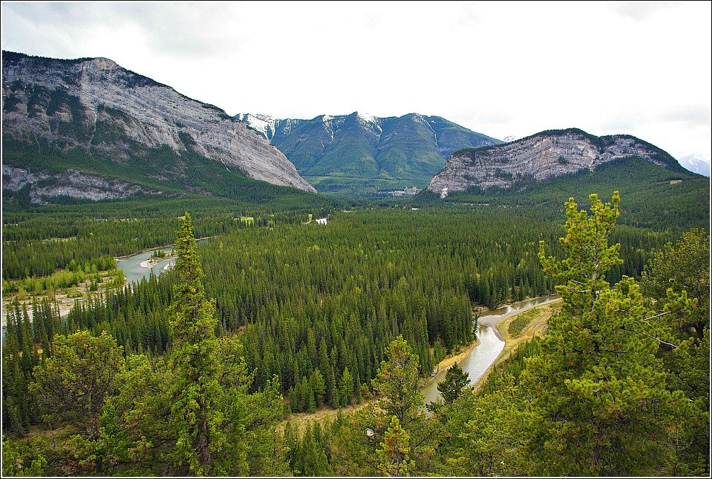 Banff Hoodoos and Lake Minnewanka Hike - Bow Valley Scenery