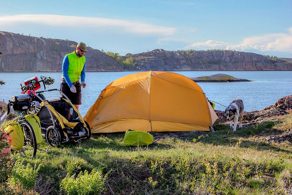 Photo of Tent and Lake when Cycling demonstating the right to access Swedish Nature or Sweden_Allemansratten