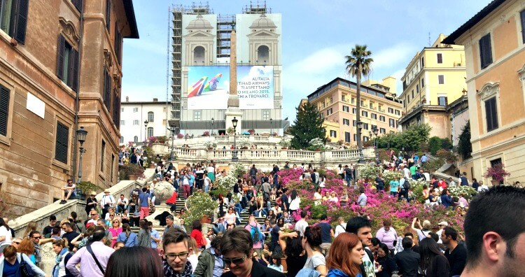 Beat the crowds at the Spanish Steps in Rome (photo shows crowds of people)